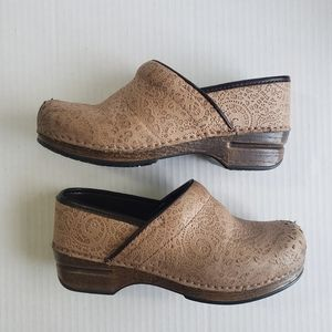 Dansko XP Embossed Tan Shoe